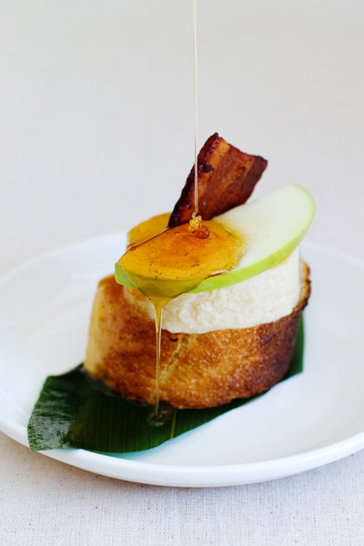 beer-cheese-on-a-beerguette-with-apple-and-beer-bacon